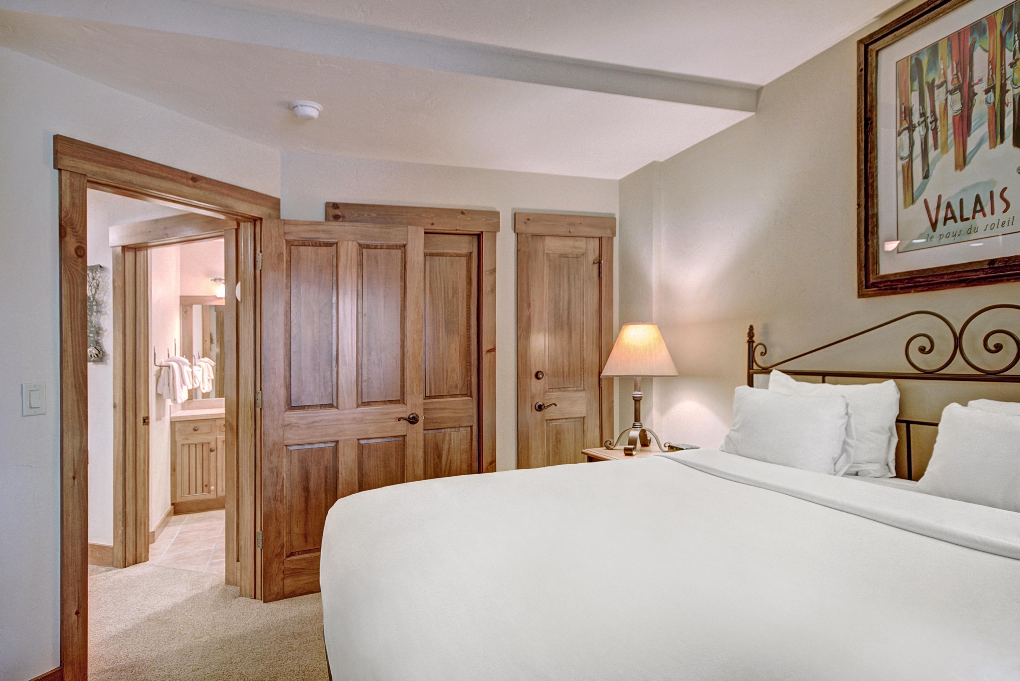 one bedroom condo. Ski in One Bedroom Condo at Mountain Thunder Lodge  Vacation Rental Breckenridge RA134247