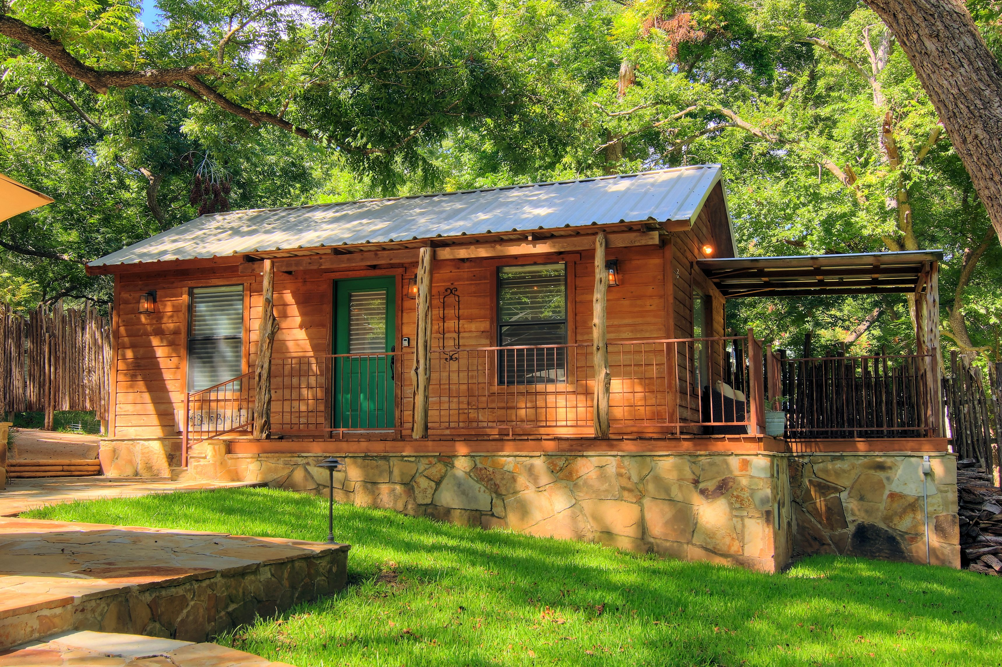interior amenities new front fentress cabin texas rentals cabins country deluxe river braunfels
