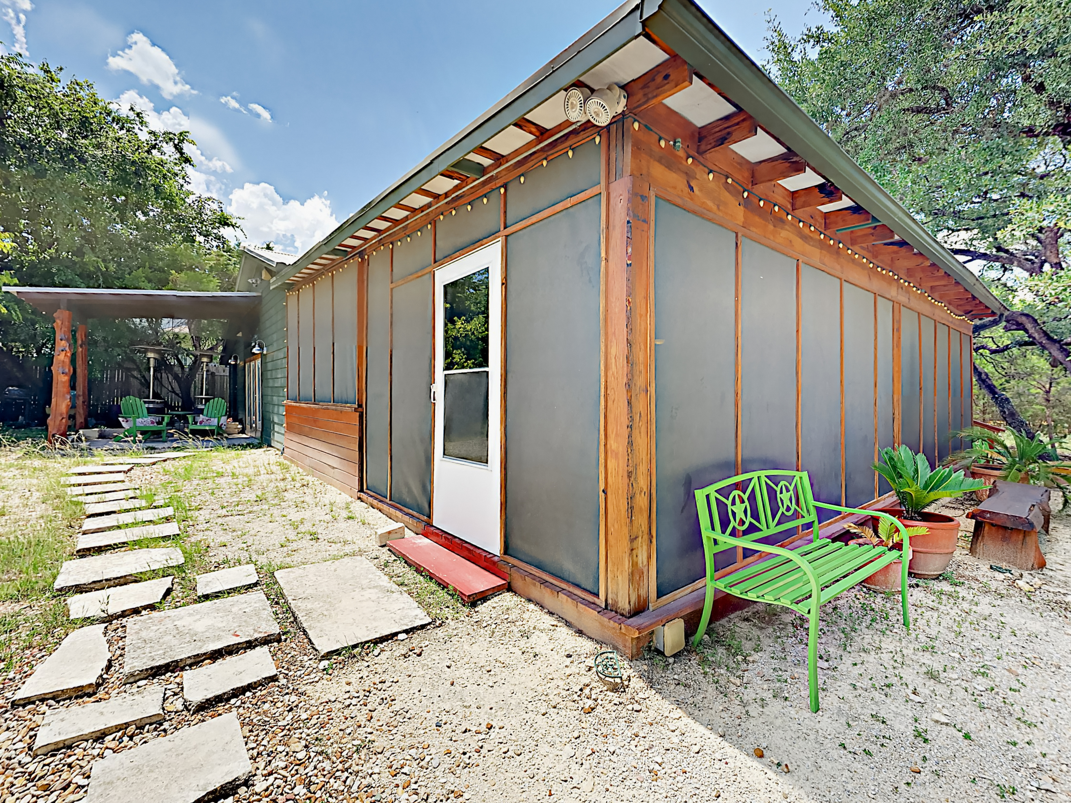 10202 wommack rd cabin ra162030 redawning for Austin cabin rentals