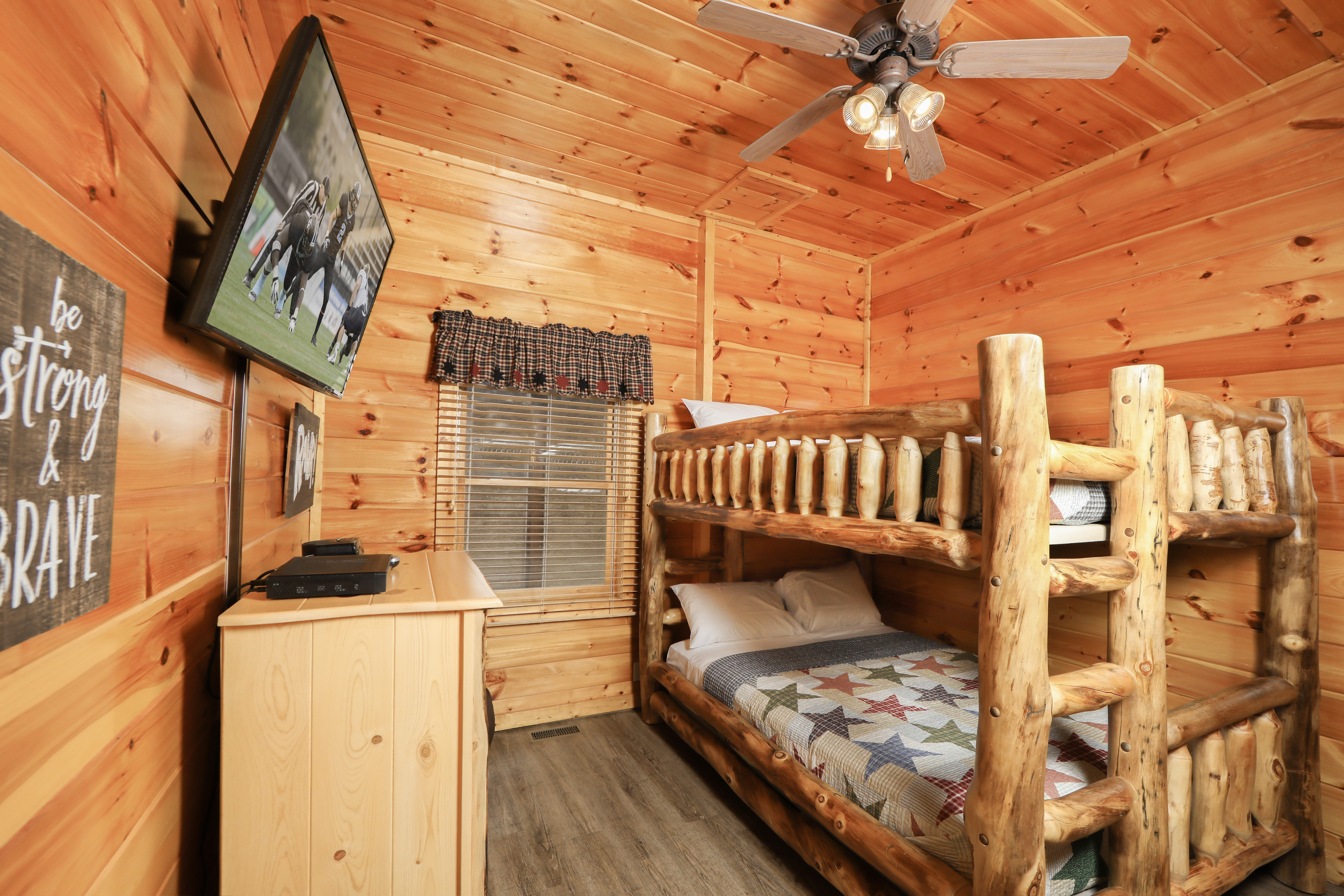 forge tn with indoor cheap tub pigeon motels hot and pool gatlinburg table affordable cabins under in