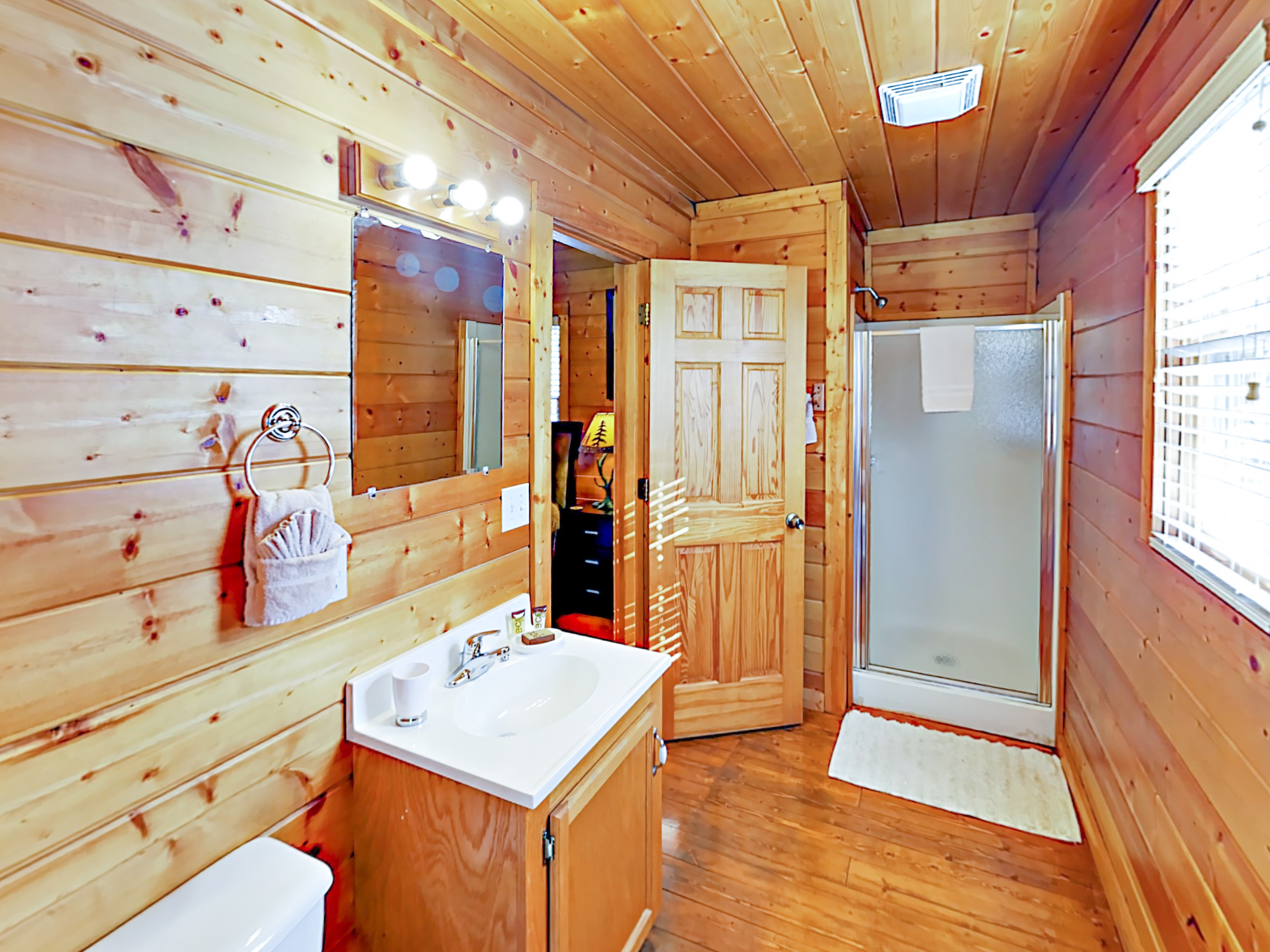nd vction cabins indoor plce dorble tn interior specil cabin pool dccor large forge pigeon getwy secluded in with luxury
