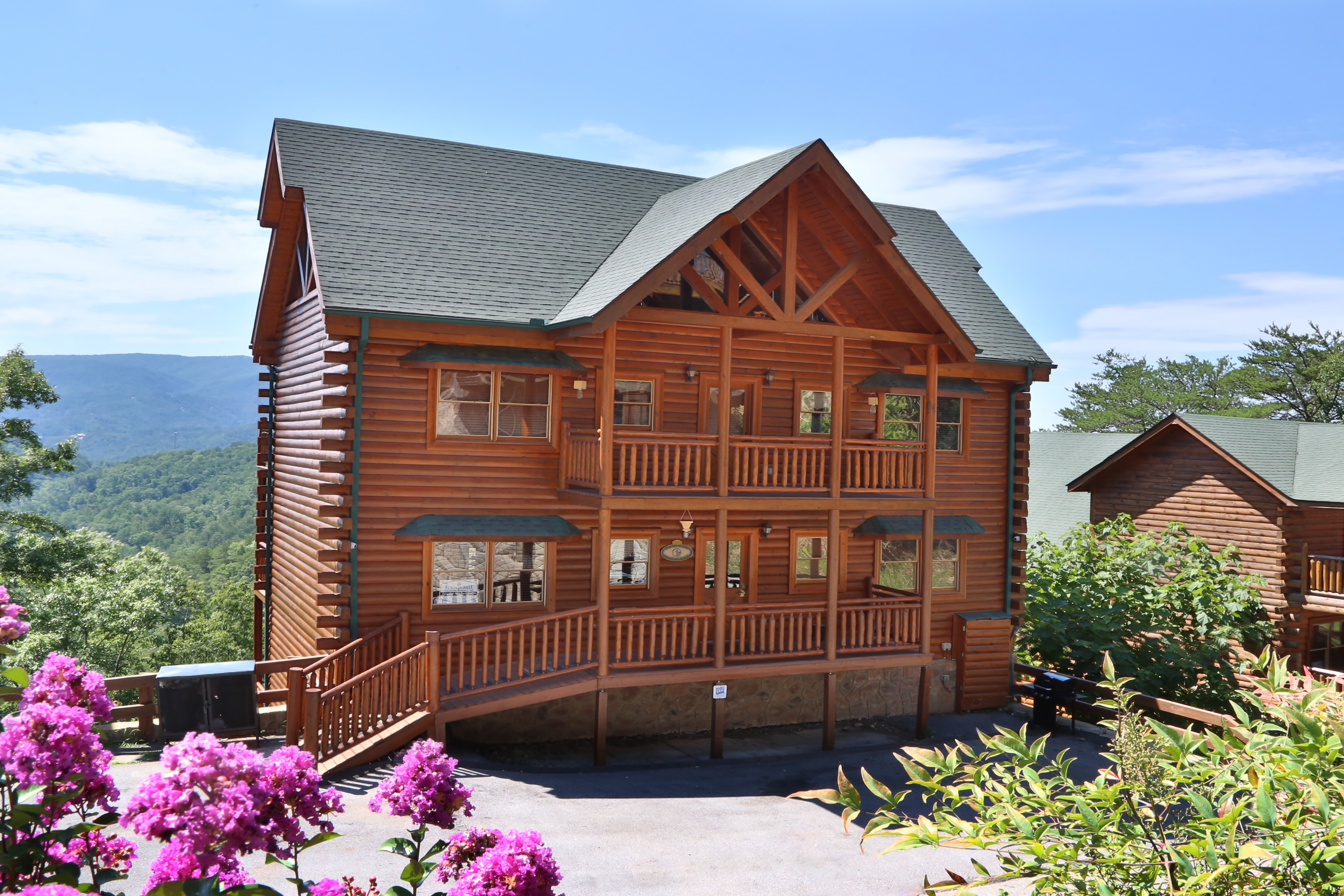 private cabins interior for rentals rental info tn onlinechange pigeon with friendly pet pools gatlinburg pool rent swimming outdoor forge cabin