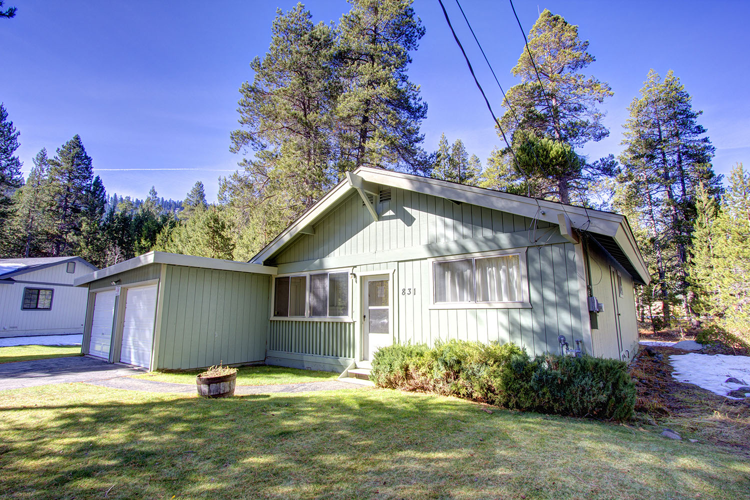 Fantastic pet friendly cabin on outskirt of town ra677 for Rent a cabin in lake tahoe ca