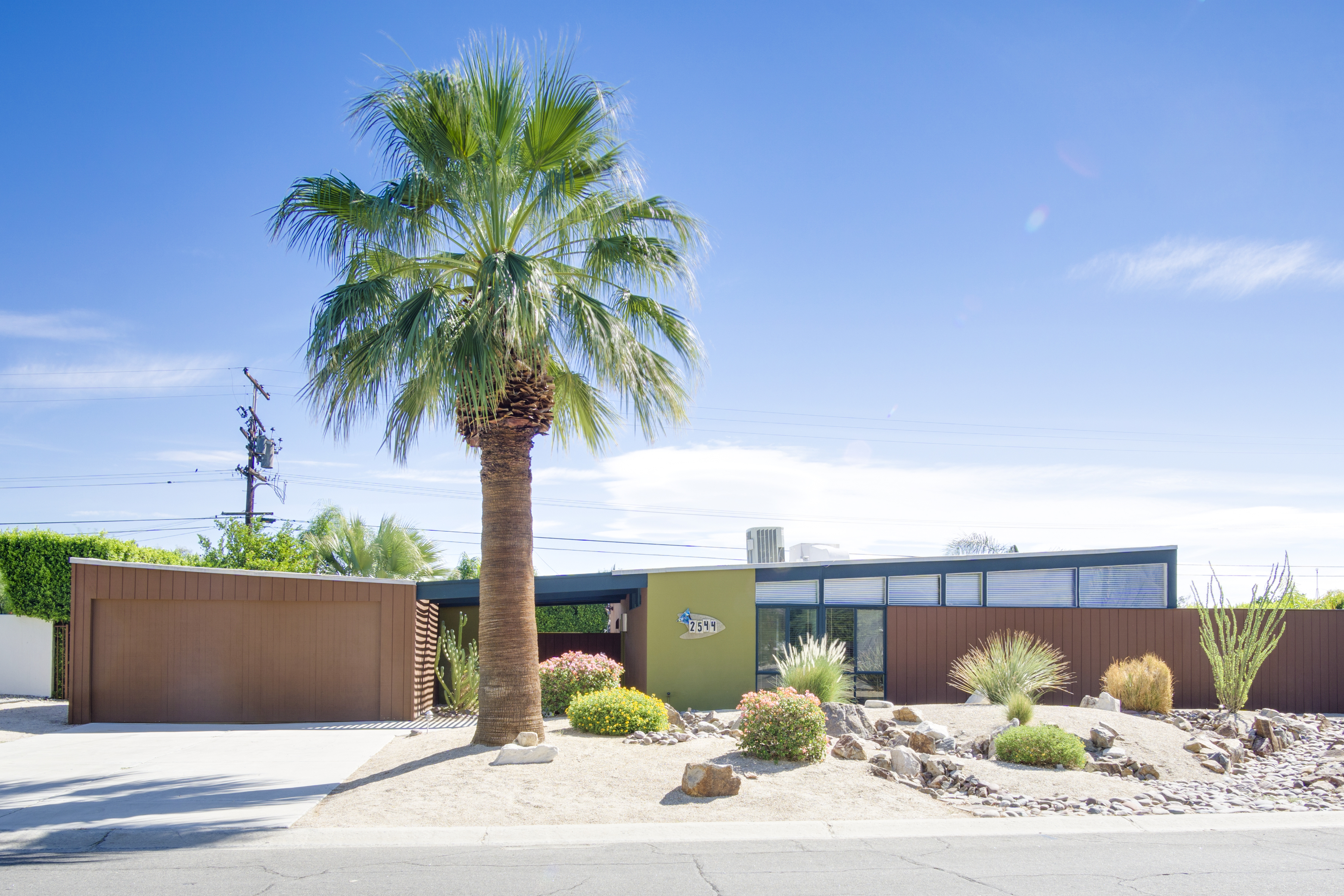 Butterfly alexander home in palm springs ra88551 redawning for Property in palm springs