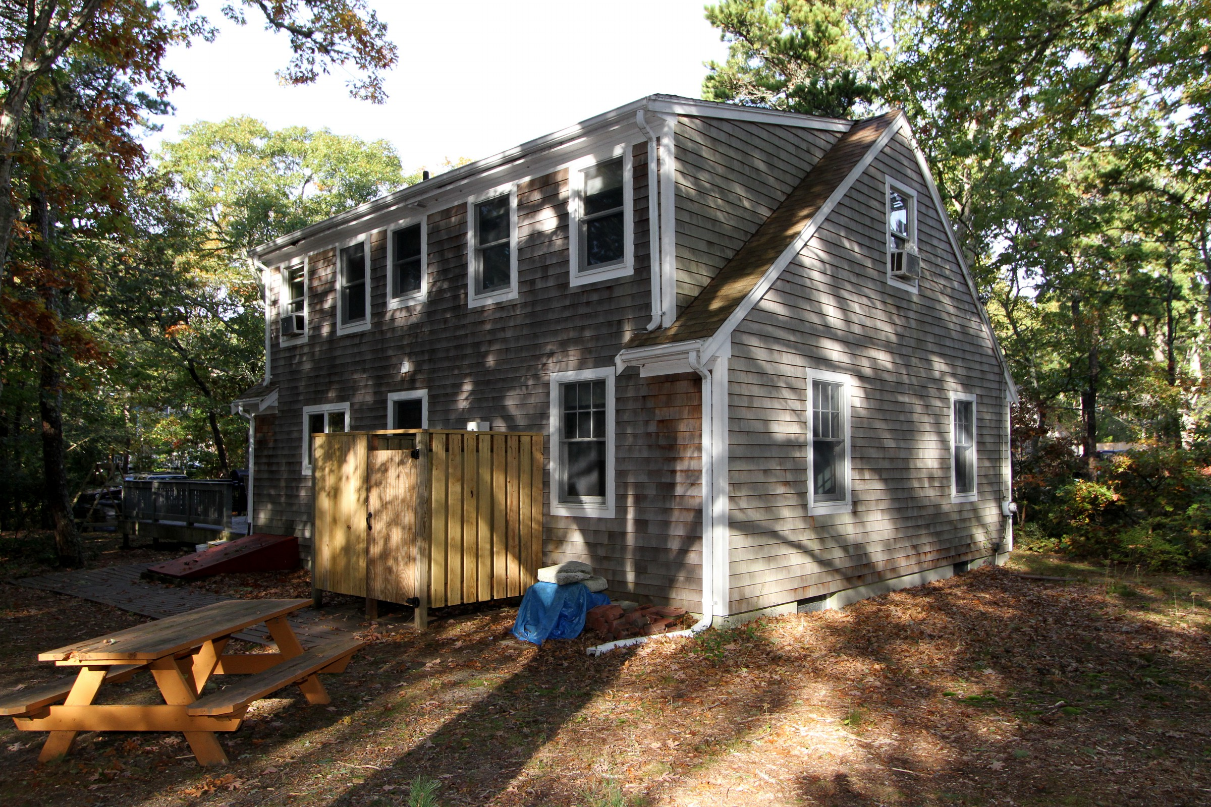 Cape cod home in the trees ra88792 redawning for Cabin rentals in cape cod ma