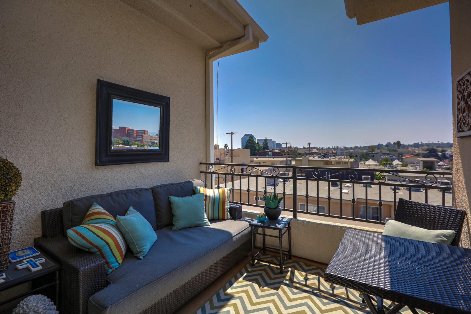 Brentwood penthouse 402 ra91455 redawning for Los angeles monthly rentals