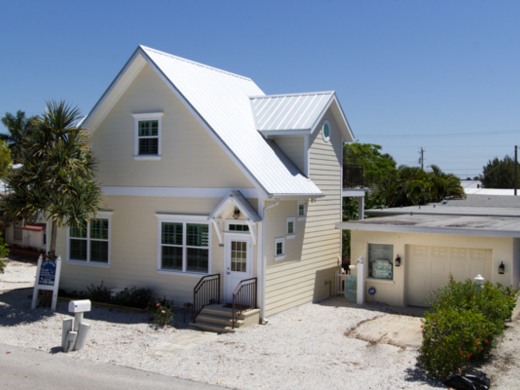 Seabreeze Cottage | RedAwning