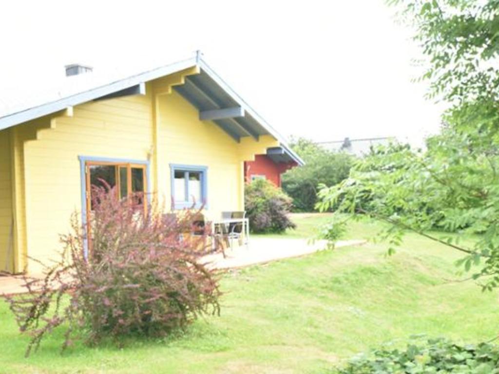 Holzhauschen Tine Mit Kamin Und Terrasse Ra200988 Redawning