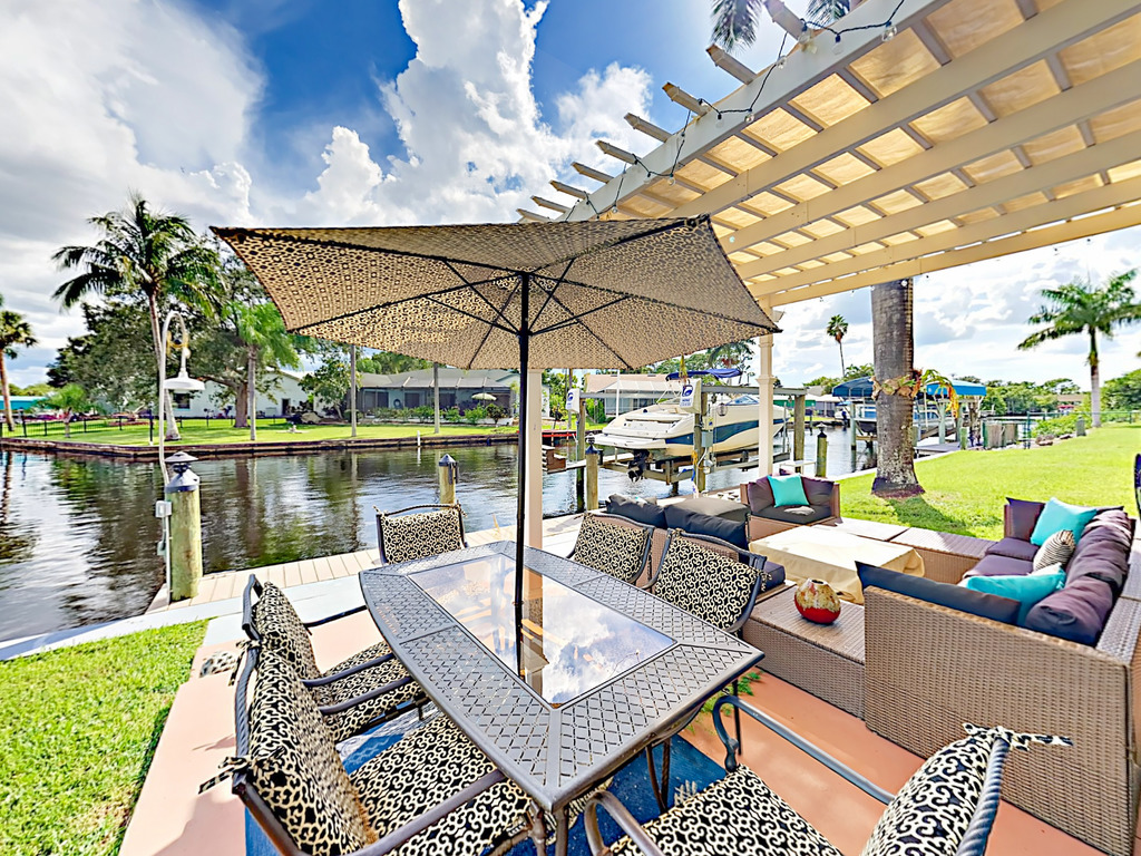 Canalfront Haven With Screened Lanai Amp Fire Pit Redawning