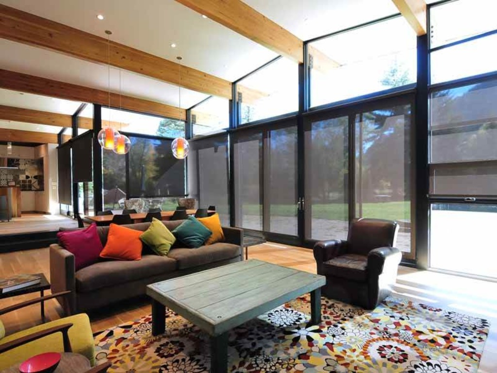 Huffman mountain modern home amazing mountain views for Amazing holiday rentals