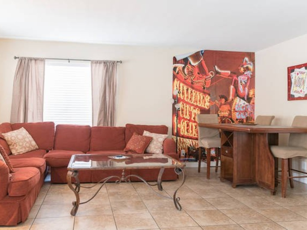 opal oasis 40ft pool with diving board luxury amenities 4 bedroom3 bathroom - 4 Bedroom House For Rent In Las Vegas