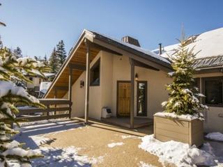 Ontario Lodge - image