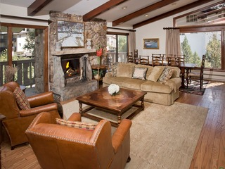 3Br Residence w/ Cozy Fire Place- Lodge at Vail Amentities!