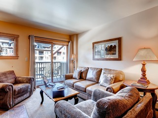 Large 2Br Condo @ Red Hawk 2272~Walk to slopes~Kids Ski Free