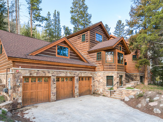 Luxe 6BR, 6BA w/ Hot Tub, Theatre & 5 Fireplaces