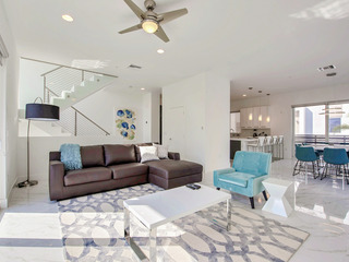 Modern 4BR w/ Pool- Walk to Beach, Watersports