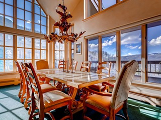 Scenic Penthouse Condo for 10, Ski In at Pines Lodge