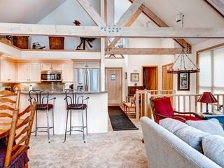 Ski in & Slopeside Luxury Townhome at Pines Lodge Sleeps 12