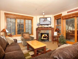 2Br Condo @ Springs 8848~Walk to slopes~Kids Ski Free