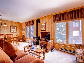 Perfect mountain retreat/3Br Condo-fireplace, Kids Ski Free