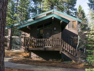 Summer Seclusion: 4 Br Private Home