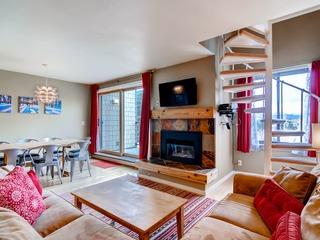 Renovated, spacious, beautiful! Stay here & kids ski free!
