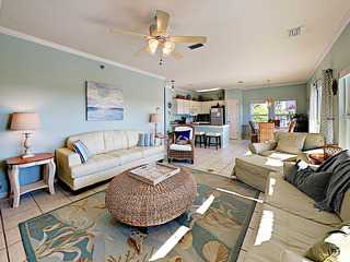 Romar Lakes Condo w/ Beach Access