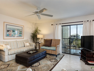 2BR Gulf View – 2 Minutes to Beach
