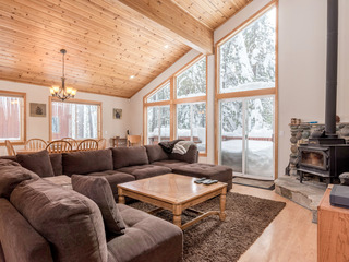 Tahoe Donner Home – Walk to Trout Creek
