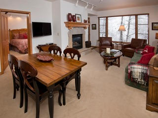 Charming Condo Steps to Arrowbahn chairlift, Sleeps 6