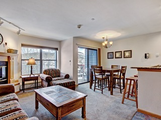 Bright 2Br 2Ba- Steps to Vibrant Main Street + Ski-to-Town