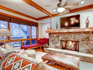 Scenic On-Mountain 2Br/2.5Ba Bachelor Gulch Ski in/Ski out