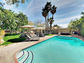3BR/2BA Mid-Century w Saltwater Pool in Palm Springs