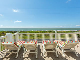 Beachfront 4BR w/ Gulf View, 1 Block to Shore