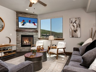 New Condo w/ Hot Tub – Minutes to Park City