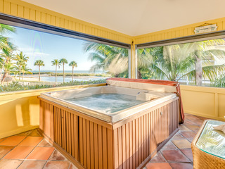 Gulf-Side 5BR w/ Hot Tub, Pool- Walk to Beach