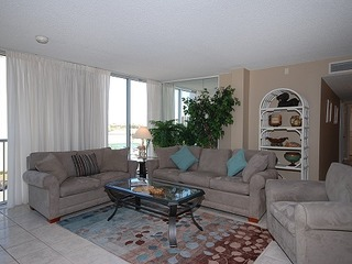 Shoreline Towers 1056- Spacious & charming