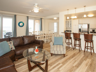 A220 Ocean Fun (3 Bedroom condo)