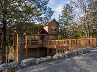 Whispering Woods Lodge- Sleeps 6