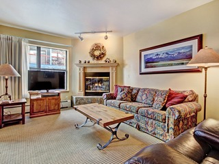 Charming 2Br Steps to Snow-capped Adventures + Main St
