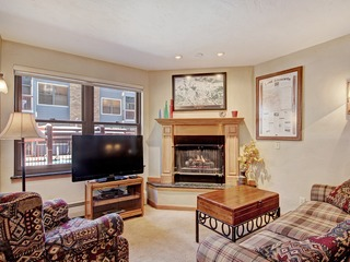 Warm + Inviting 1Br Winter Escape-Perfectly located Downtown