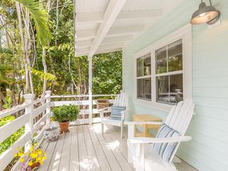 Sanibel Island Cottage w/Sun Porch and Gourmet Kitchen