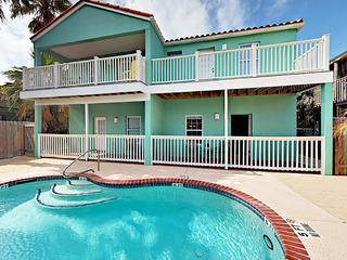 Sunny Condo w/ Pool, 2 Balconies