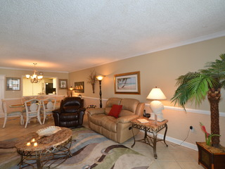 1065 Shoreline Towers Charming