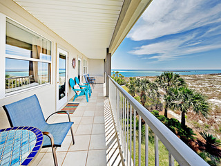 SUMMER BREEZE 35- Beachfront Condo w/ Balcony
