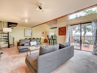 Large 1BR with Loft & Amazing Views