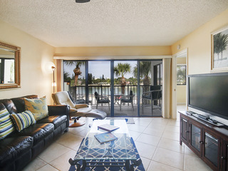 Land's End #304 building 1- BAY views / Across from POOL!