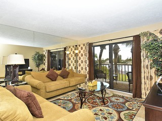 Land's End #208 building 1- Bay views / Updated 2 bdrm condo!