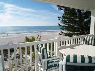 Sunset Villas #3- Million $ VIEWS/2 balconies/BBQ/pool