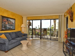 Land's End #303 building 1- Gulf Views / Private Balcony!